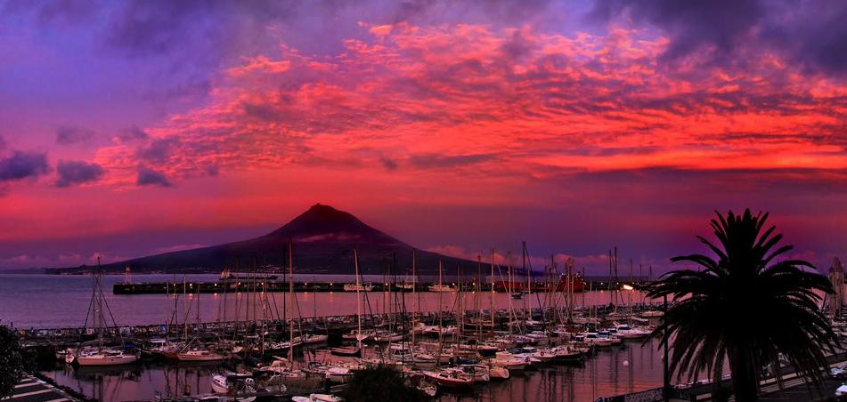 Azory - ostrov Faial - výhled na Pico