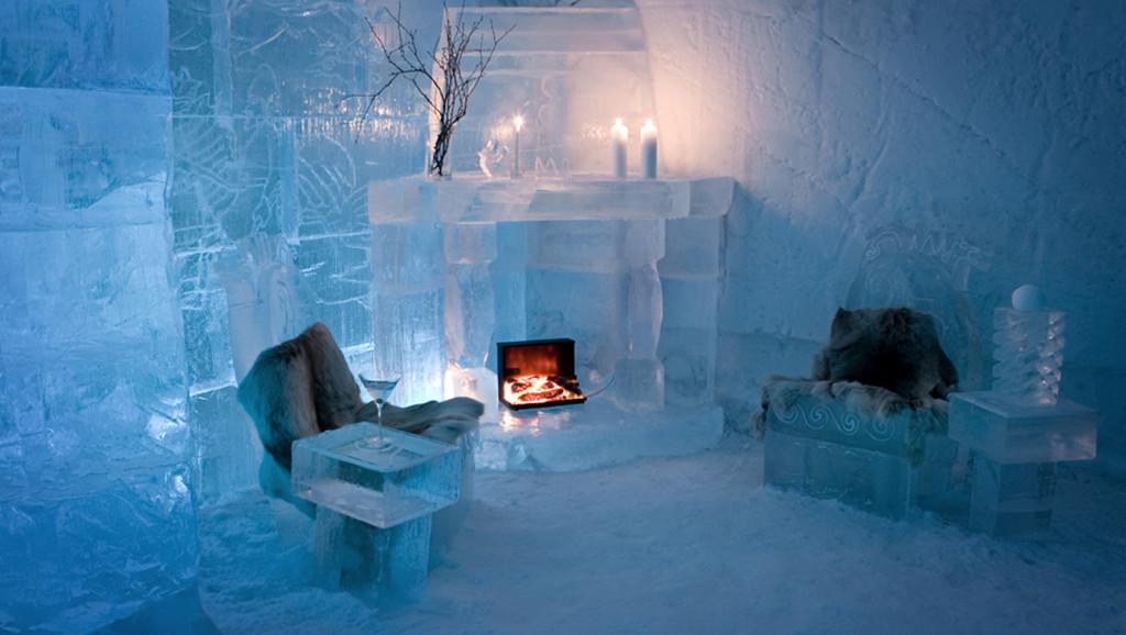 Ice hotel - posezení u krbu