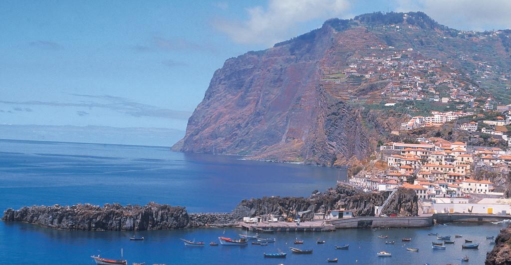 Madeira - vesnička Camara de Lobos -výhled na útes Cabo Girao