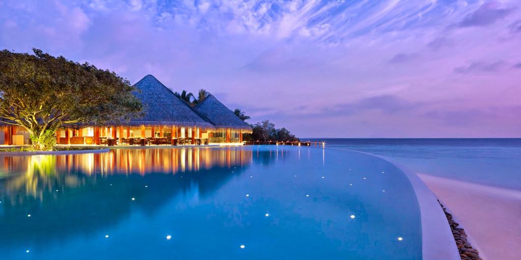 Maledivy-Dusit-Thani-bazén