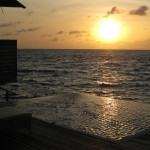 Maledivy-Dusit-Thani-ocean-vila-západ-slunce