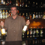 Maledivy-náš-zahraniční-partner-Jakub-coby-barman