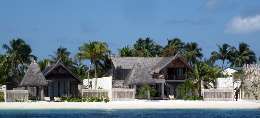 Maledivy-Jumeirah-Vittaveli-plážová-vila