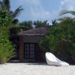 Maledivy-Palm-Beach-beach-bungalov