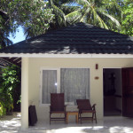 Maledivy-Paradise-Island-standard-beach-bungalov