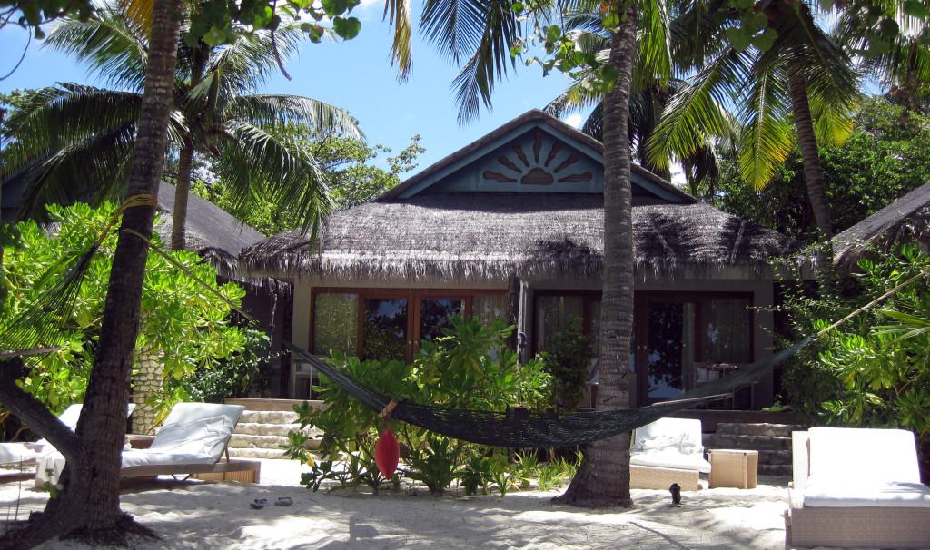 Maledivy-Vivanta-by-Taj-beach-vila-pláž