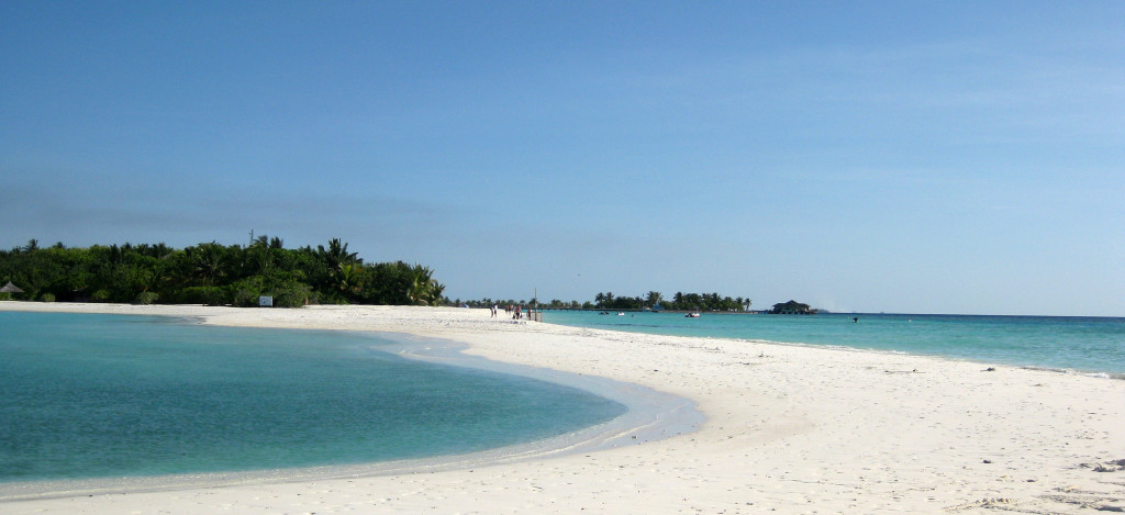 Maleldivy-Paradise-Island-pláž