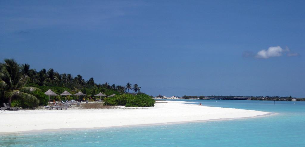 Maledivy-Paradise-Island-pláž