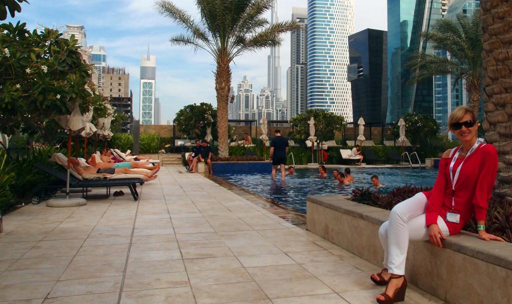 Emiráty-Dubaj-JW-Marriott-Marquis-bazén