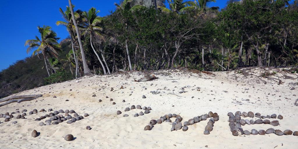 Fiji-Captain-Cook-Modriki-trosečník-help-me