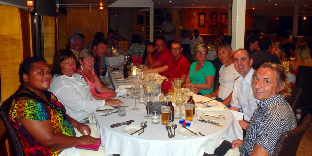 Fiji-Captain-Cook-večeře-s-kapitánem