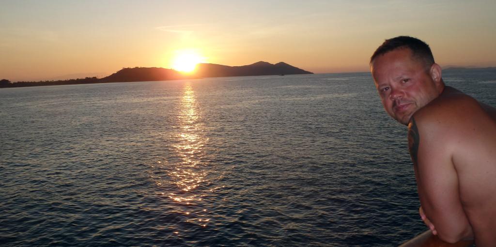 Fiji-Captain-Cook-východ-slunce