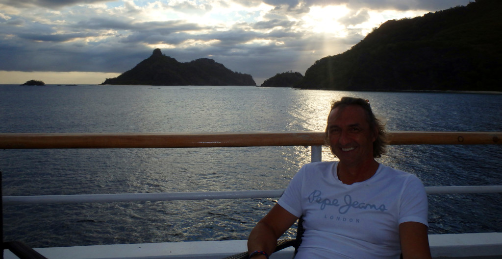 Fiji-Captain-Cook-západ-slunce-nad-Modriki