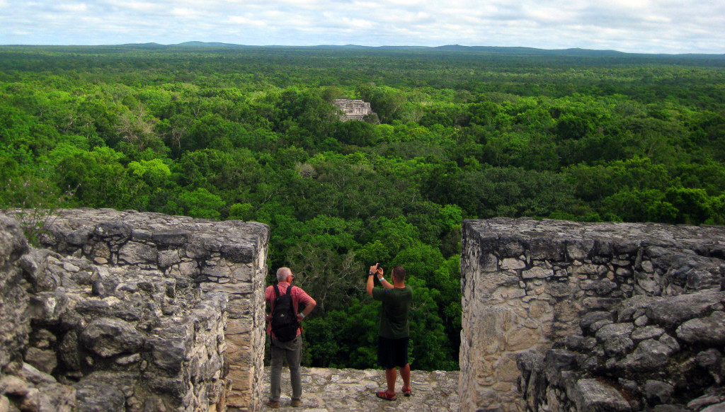 Mexiko-Calakmul-tady všude-pod-tou-džunglí-jsou-pyramidy