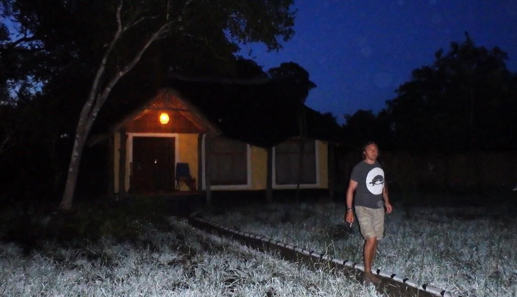 Luxusní-safari-Tanzánie-Zanzibar-Selous-African-Safari-Camp-ranní-vstávání