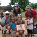 Luxusní-safari-Tanzánie-Zanzibar-Selous-African-Safari-Camp-místní-vesnice