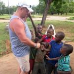 Luxusní-safari-Tanzanie-Zanzibar-Selous-African-Safari-Camp-návštěva-místní-vesnice