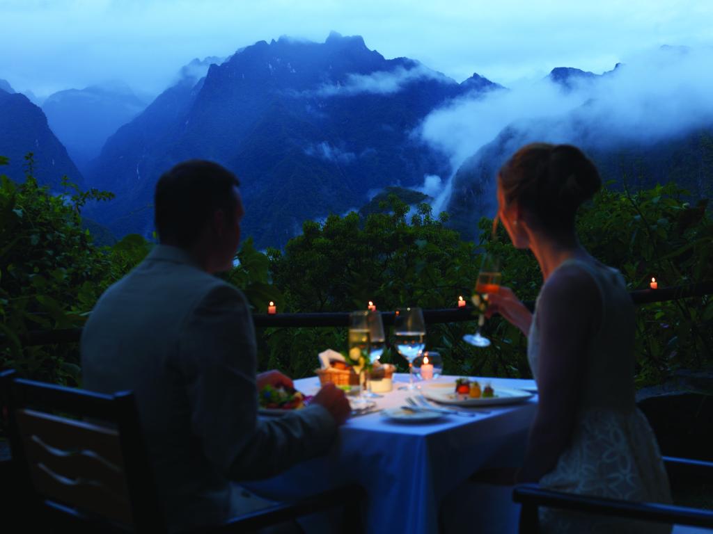 Peru - BELMOND SANCTUARY LODGE - romantická večeře