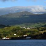Azory - Faial - pohled na ostrov z lodi
