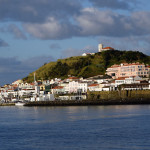 Azory - Faial - pohled na přístav a hotel Faial z lodi