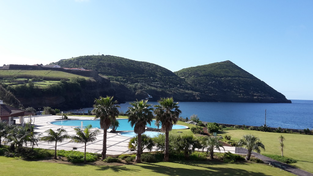 Azory - Terceira - hotel Terceira Mar - zahrada s bazénem
