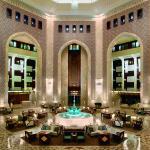 Omán - Muscat - hotel Al Bustan Palace - vstupní hala