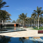 Omán - Muscat - hotel Al Bustan Balace - zahrada s bazénem
