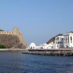 Omán - Muscat - pohled na starou pevnost a sídlo sultána