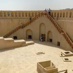 Omán - Nizwa - hradby pevnosti
