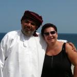 Omán - Tiwa - Wadi Shab - Marcela s místním ománským mužem