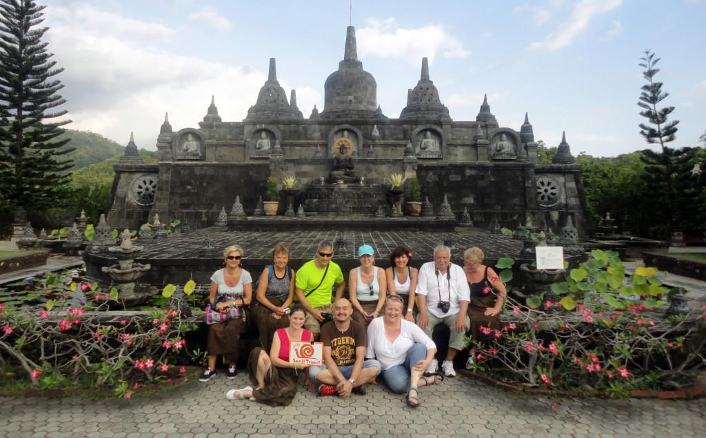Bali - Buddhuv chram - skupina našeho fam tripu