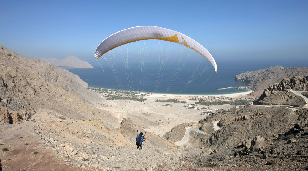 Omán - Six Senses Hideaway Zighy Bay - paragliding