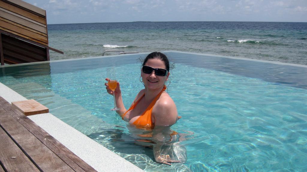 Maledivy-Dusit-Thani-Martina ve vodní vile