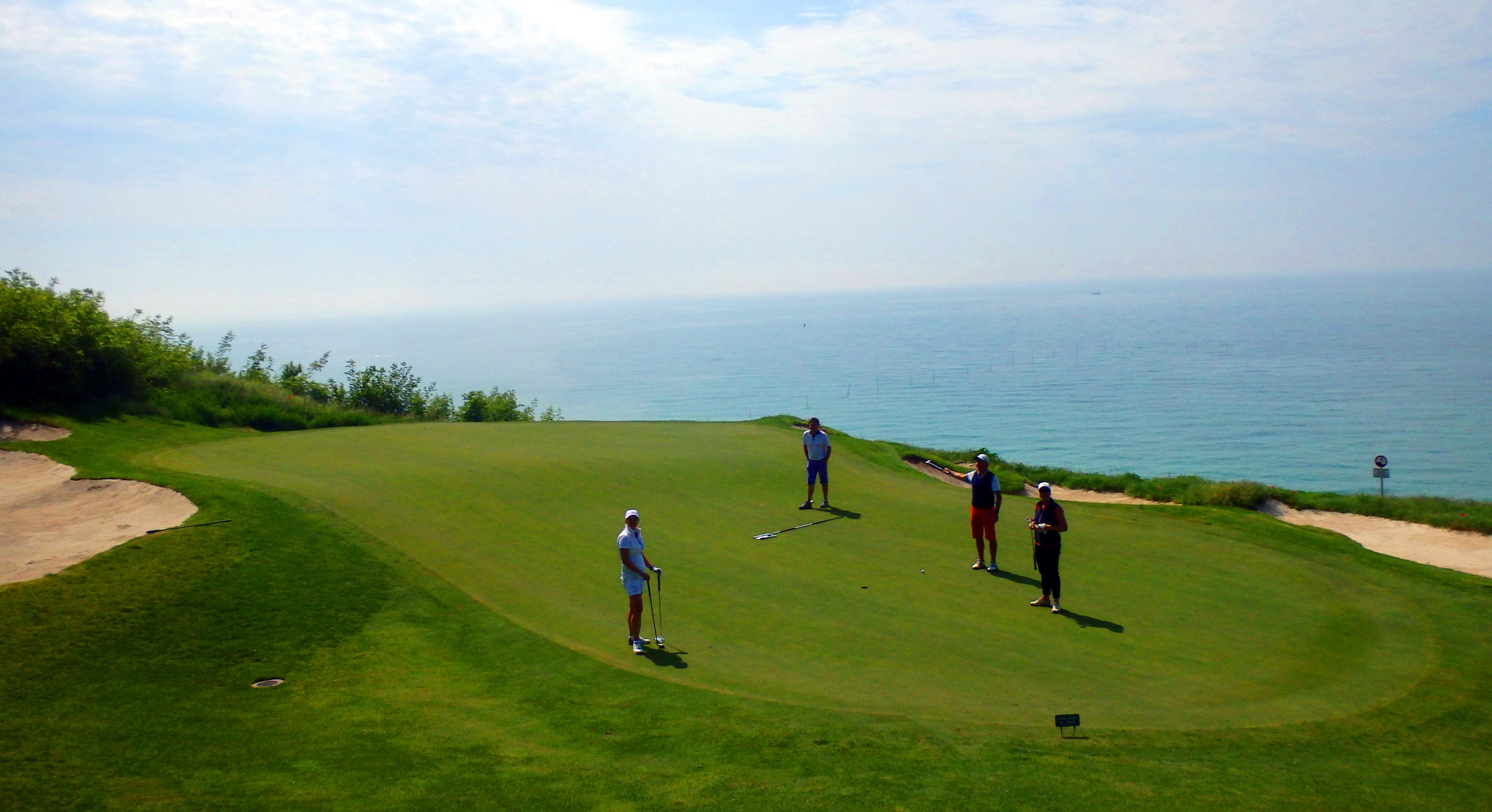 Golf-Bulharsko-Thracian-Cliffs-hole-in-one